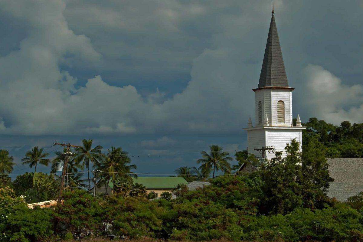 Historic churches await Alaskans headed to Hawaii